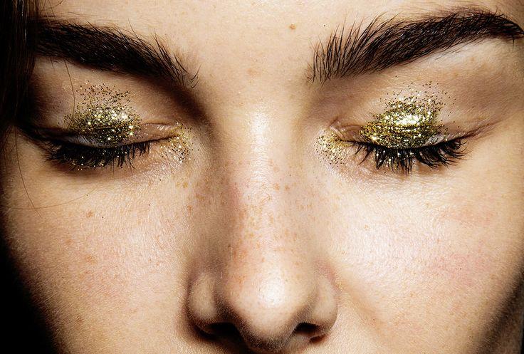 telojuropordior:    makeup @ anna sui spring/summer 2015.