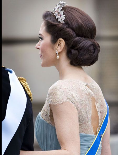 Hair inspiration, but with a veil pinned to the hair not a tiara.
