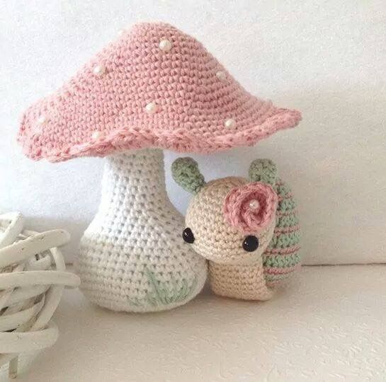 Amigurumi toadstall and snail. (Inspiration).                                                                                                                                                      Mehr