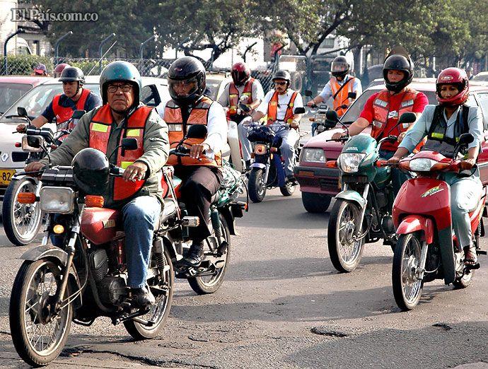 Polémica por negativa del alcalde Guerrero a implementación de Pico y Placa para motos  En las redes sociales, las opiniones entre la ciudadanía estuvieron divididas. Las autoridades aseguraron que la medida no es necesaria y que sí se realizan controles a motos en las vías de Cali.