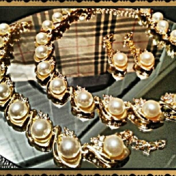 Pearl goldtone set