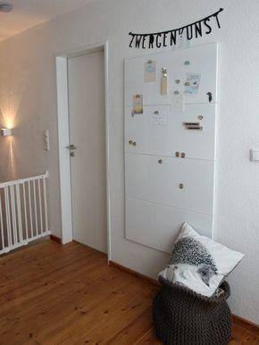 weiße Magnettafel im Kinderzimmer