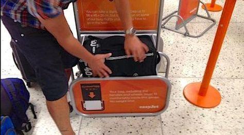 Pas envie de payer un supplément pour votre bagage à main ? Vous avez bien raison ! La 1re règle est de voyager léger avec un 1 seul bagage en cabine et de respecter des dimensions bien précises. Voici les dimensions à respecter par compagnie pour ne plus jamais payer de supplément. Découvrez l'astuce ici : http://www.comment-economiser.fr/bagage-cabine-tailles-respecter-pour-ne-pas-payer-supplement.html?utm_content=buffer793ab&utm_medium=social&utm_source=pinterest.com&utm_campaign=buffer