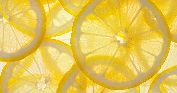 Hon dricker citronvatten på tom mage.. och detta är vad som händer med hennes kropp!