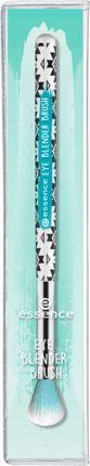 Der essence eye blender brush ist ein praktischer Lidschatten-Pinsel, der ein perfekt verblendetes Augen-Make-up zaubert. Durch die sehr weichen und langen...