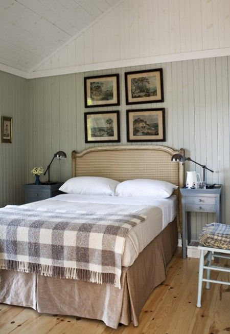 Modern country style gigantic gingham glory for Country cottage bedroom