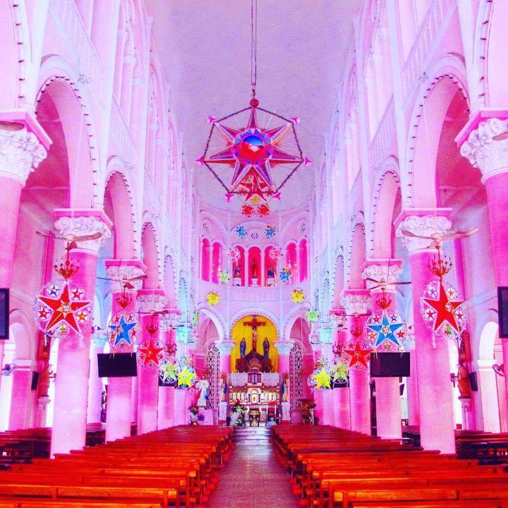 外国にはド派手な装飾のトンデモ建築物を目にする方も多いかと思います。今回はベトナムからピンク一色に染まったド派手な教会をご紹介します。女子旅などでは絶対訪れたいですね。
