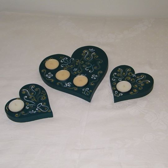 Hand painted wooden candle holder: ~ 20 cm x 20 cm x 1,8 cm ~ 12 cm x 12 cm x 1,8 cm