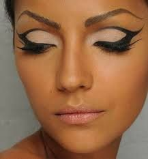 egyptian makeup - Egyptian is another type of makeup I like. It's very bold sense it is inspired by Cleopatra. I prefer a more natural look and this is one of my faves!!Future Merchandise and Marketing grad FiDM -Meneya h