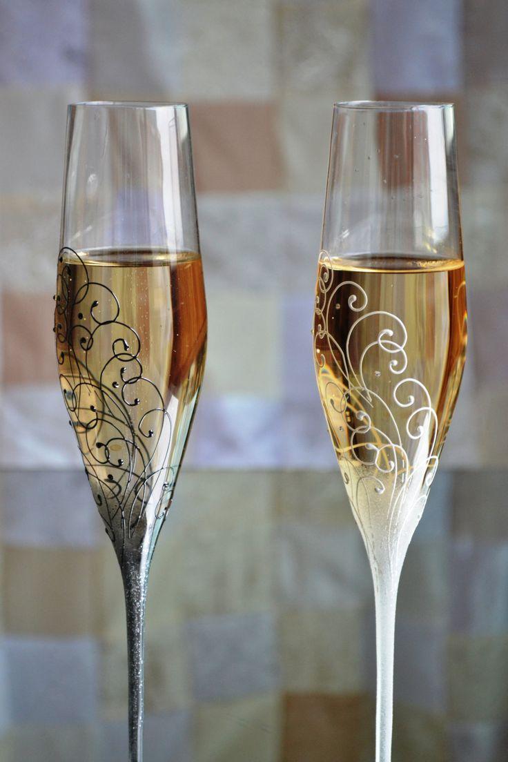 diy wedding champagne flutes wedding glasses Black and White Wedding Swarovski Flutes Anniversary Glasses Wedding shots Bride Groom Glass Wedding Flutes Set Mr and Mrs Glasses