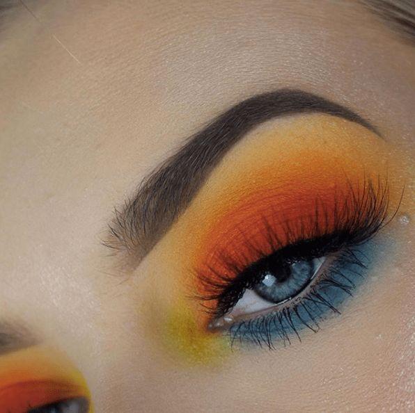 21 Sunset Makeup Looks > CherryCherryBeauty.com [Source: elliehowell / Instagram]