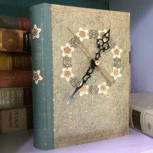 En vacker gammal bok kan få nytt liv som klocka.