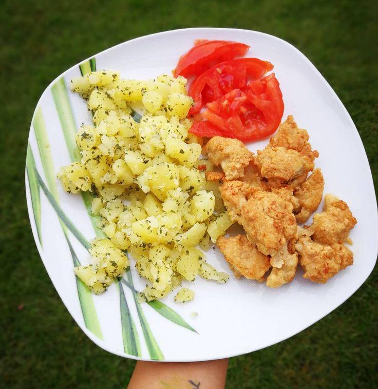 """390 kedvelés, 1 hozzászólás – Kolly (@kolly_workout) Instagram-hozzászólása: """"tökéletes családi ebéd lehet 😍 petrezselymes burgonya bundás csirke falatokkal 🍗🍖🍟🥗 hozzávalók 2 fő…"""""""