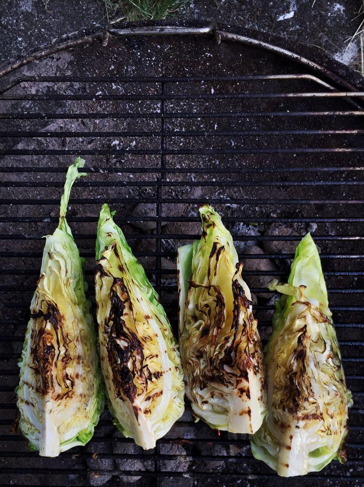 Opskrift grillet spidskål med parmesancreme er et lækkert tilbehør til al slags grill