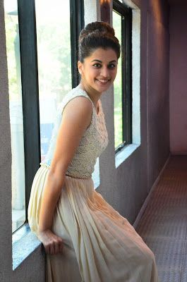 High Quality Bollywood Celebrity Pictures: Taapsee Pannu Looks Absolutely Gorgeous At Tamil Film 'Kanchana 2′ Press Meet In Chennai