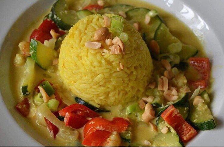 Ein traumhaftes Gemüse Curry by @felinipralini_  schaut euch mal an was die liebe Feli zu diesem Bild auf ihrer Seite geschrieben hat!  einfach nur Zucker und macht uns auch etwas stolz  . Wie wichtig sind euch die Menschen die hinter Unternehmen stehen? Oder zählen für euch vor allem die Produkte?  .  Shop: www.chok-chai.at @chokchai.thai.cuisine  Versandkostenfrei ab 49  Versand 1-3 Werktage  14 Tage Zufriedenheitsgarantie