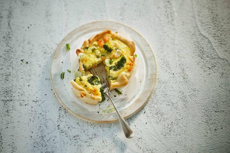 Kijk wat een lekker recept ik heb gevonden op Allerhande! Broccoli-zalmquiches