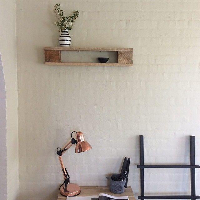 Så har vi også #Pallehylder i den korte udgave... #hylde #møbler #interiør #dekorationsstige #stue #kontor #inde #foråristuen #forårihjemmet #hjem #palletshelf #furniture #interior #livingroom #office #inside #springinmyhome #myhome #home