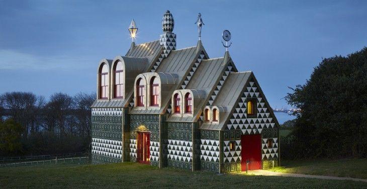 Grayson Perry, Ahouse for Essex in Wrabness, England - ett tempel ägnat kvinnlig intelligens och drivkraft. vilka som får övernatta avgörs med lottdragning.... bokas här: Living Architecture