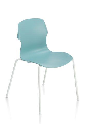 Stereo, sedie leggere e versatili, impilabili e attrezzabili per centri congressi, sale riunioni, aule didattiche.
