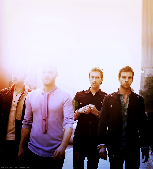 It's always the bassist....Guy Berryman, Coldplay. 1st from right.