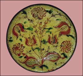 Sgraffito plate, southeastern Pennsylvania, 1820s. Redware. Most sgraffito plates and dishes are between 10 and 14 inches. Sgraffito hollow ware is much less common. This is a typical color scheme with green blotches casually applied as decoration.