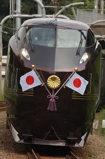 "Royal Train for the Japanese Imperial Family|お召列車.  I can almost hear ""Miya sama, miya sama..."" playing in the background."