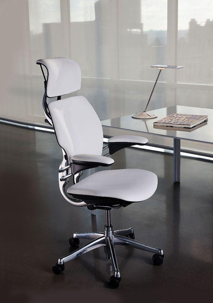 """#FreedomHeadrest #Humanscale #Unifurniture #chair #design #ergonomic The New York Times """"el estándar de oro en los asientos de oficina"""", redefine el concepto de las sillas de trabajo tradicionales. El diseñador Niels Diffrient diseñó una silla que se adapta automáticamente a los usuarios. Eliminó las complejidades, como las palancas de reclinación y los diales de tensión del respaldo. Desarrolló un mecanismo de reclinación que se ajusta perfectamente al usuario."""