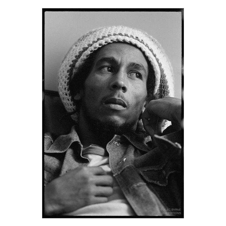 **Bob Marley** Offices of Island Records, London, UK, July 24, 1975. More fantastic pictures, music and videos of *Robert Nesta Marley* on: https://de.pinterest.com/ReggaeHeart/ ©Alec Byrne/ http://alecbyrnearchive.com/about/