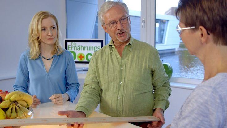 Susanne W. leidet an Fruktose-Intoleranz - die Ernährungs-Docs zeigen ihr, dass die Beschwerden nicht nur von Obst kommen. Auch gegen Schuppenflechte und Schlaf-Apnoe haben sie Rezepte.