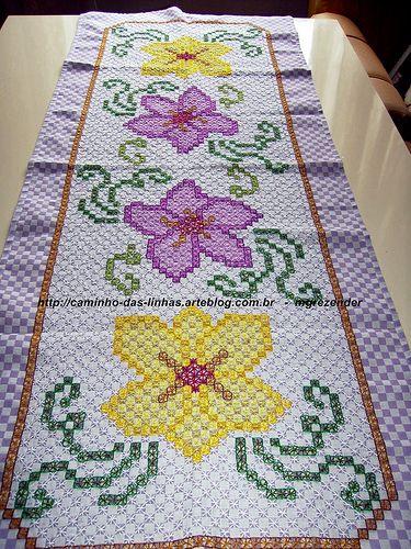 Caminho de mesa lilás - Meus trabalhos de Artesanato