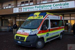 Rotonda di via Emilio Lepido, incidente tra Panda e furgone: paura per una donna incinta