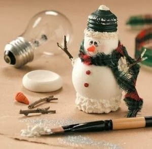 Lightbulb Snowman Craft - I could easily do this with a small bottle gourd