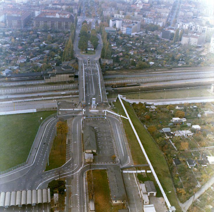 Luftbilder der Grenzübergangsstelle Bornholmer Straße in Berlin