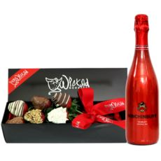SWEET STRAWBERRIES & SCARLET - There is nothing sweeter than a bouquet of chocolate dipped strawberries and bubbles delivered by surprise. That is the best kind of gift. SEND THIS NOW http://www.wickedberries.com.au/p/Chocolate-Dipped-Strawberries/Sweet-Strawberries-Scarlet/WBMMDBSCARLET