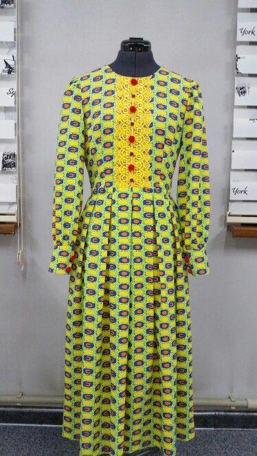 Платье со встречными складками, с декором. Цена $75