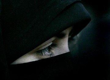 Pengadilan HAM Eropa Perkuat Larangan Belgia terhadap Cadar  SALAM-ONLINE: Legalitas larangan terhadap cadar atau penutup wajah bagi Muslimah di Belgia telah dikuatkan oleh Pengadilan Hak Asasi Manusia Eropa pada selasa (11/7) demikian seperti dilansir Anadolu Agency Selasa (11/7)  Menurut keputusan tertinggi pengadilan Eropa undang-undang kontroversial tahun 2011 yang melarang pakaian menutupi sebagian atau seluruh wajah itu didasarkan secara hukum dan tidak melanggar hak kehidupan pribadi…