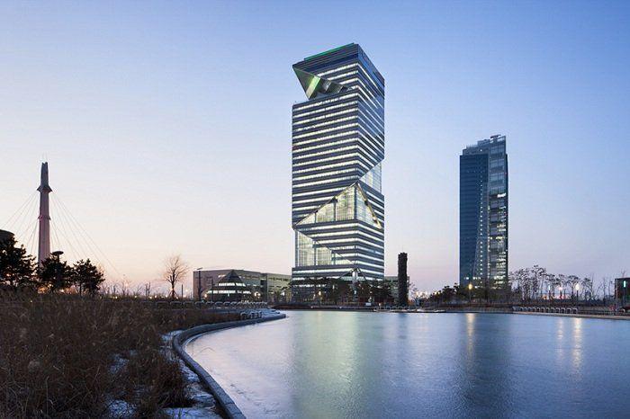 Архитектура: Офисное здание с «динамичным» геометрическим фасадом » Портал о строительстве и дизайне