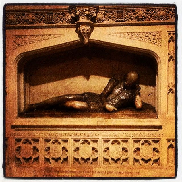 This #Shakespeare #statue is a the #SouthwarkCathedral #church in the #LondonBridge #BoroughMarket area worth a visit! Get the #Kooky #London #App http://bit.ly/11XgicP #ig_London #igLondon #London_only #UK #England #English #British #quirky #photoftheday #photography #picoftheday #igerslondon #lovelondon #timeoutlondon #instalondon #londonslovinit #mylondon #Padgram