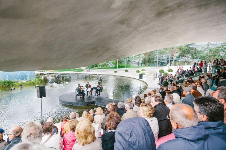 Sommer 2013: Klassische Konzerte auf der Wasserbühne unter dem Vordach des Porsche Pavillon