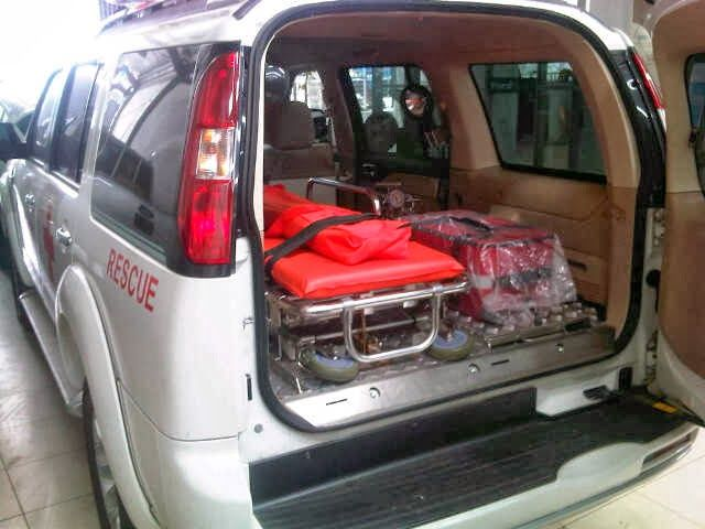 AGUS PRIYANTO: AMBULANCE 4X4 INDONESIA