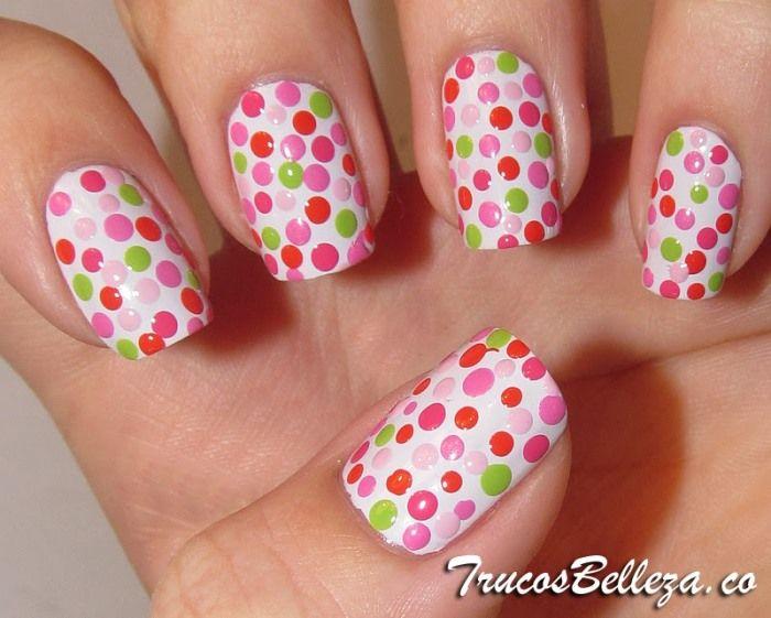 Diseño de uñas con puntitos de colores - uñas pintadas
