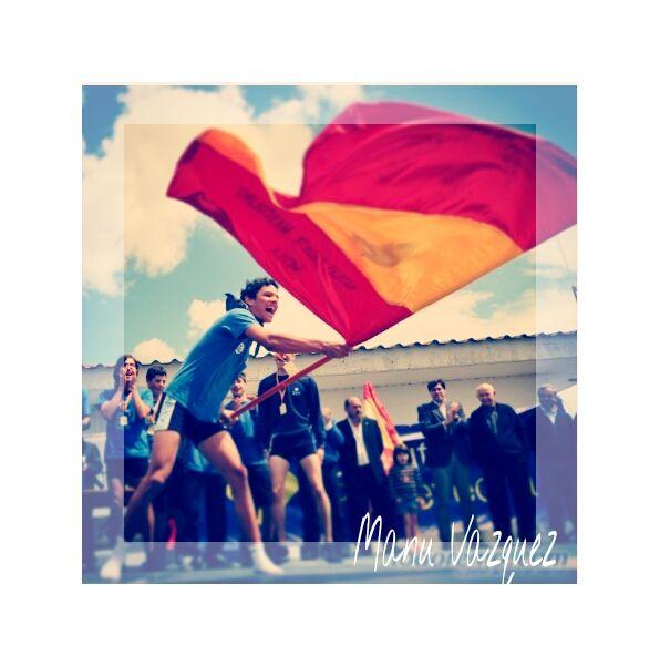 Manuel Vázquez ha enviado esta imagen titulada 'Todo soño faise realidade' (Todo sueño se hace realidad), donde el propio Manuel ondea la bandera tras haber sido proclamados campeones de España de bateles, con la SD Tirán de remo.