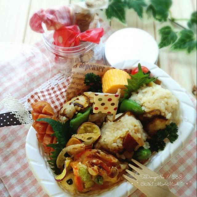 簡単な混ぜ込みご飯ですが、具材にしつかり味が染み込んでるので冷めても美味しいですよ。 ・↑おにぎり ・野菜かきあげ ・ウィンナー ・だし巻き玉子焼き        …etc.           おまけ   フルグラチョコキューブ - 204件のもぐもぐ - さつまいもと塩昆布バター風味の混ぜ込みご飯で 娘のお弁当 by onimama