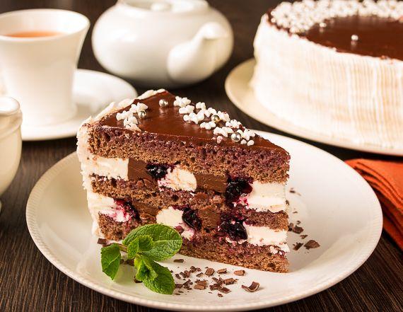 Придумала для вас новый вкусный торт 🙂 Его основа – классический бисквит на яйцах с добавлением какао. Плюс два вида крема – итальянский сливочный и крем из маскарпоне с темным шоколадом. И вкусовой акцент – черная смородина, которая удивительно здорово сочетается с шоколадом. Ну и пропитка из смородинового сиропа с…