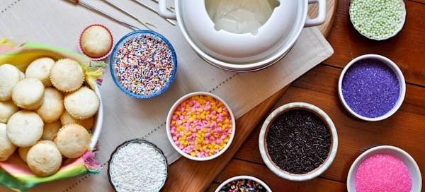 Cupcake fondue - sweet idea for a girls night in. Love this!Desserts, Cupcakes Fondue, Kids Birthday, Birthday Parties, Food, Fondue Parties, Parties Ideas, Minis Cupcakes, Cupcakes Rosa-Choqu