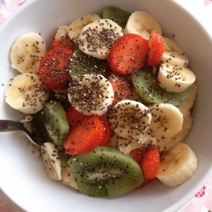 Colazione con Porridge e tanta frutta! #porridge #oatmeal #colazione #breakfast #bananabread #fruit #sano