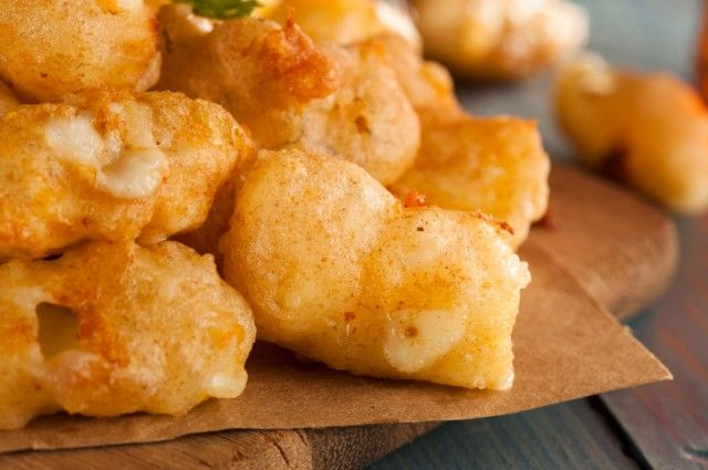 Wisconsin Cheese Curds with Dill Pickle Tartar Sauce