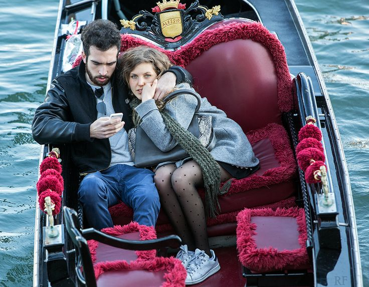 Modern love. Gondola, Venice. (c) Richard Farland.