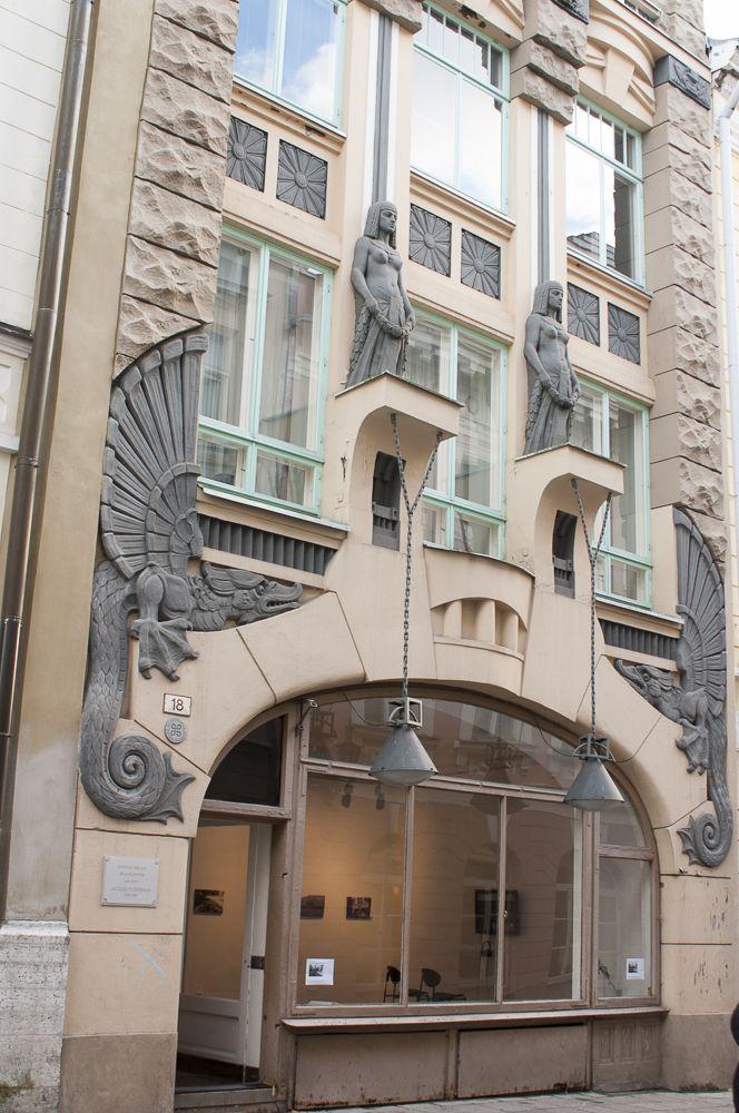 Дизайн штукатурного фасада в ардеко стиле с рустами